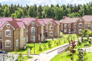 Малоэтажное жилье vs многоэтажное жилье
